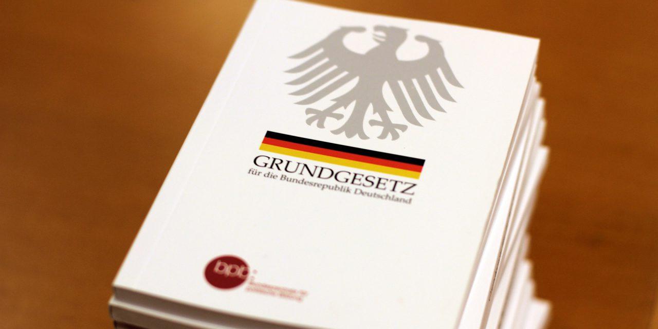 https://janine-hardi.com/wp-content/uploads/2020/03/Grundgesetz-1280x640.jpg